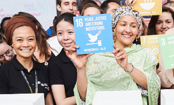 Peacebuilding is at the core of SDG 16. Here Deputy Secretary-General of the United Nations, Amina Mohammed, meets with businesses and NGOs to promote the SDGs.