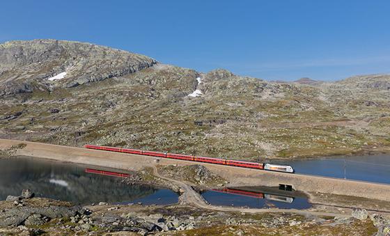 Bildet kan inneholde: fjellrike landformer, fjell, fjellpass, geologisk fenomen, geologi.