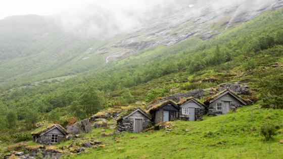 Bilde av 5 gamle fjellhytter