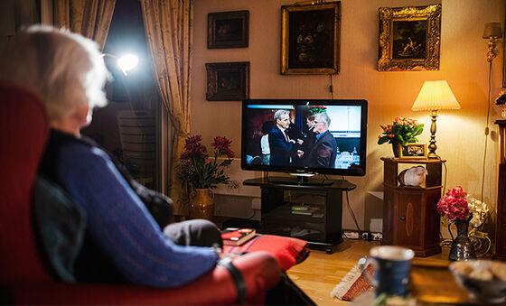 Bildet kan inneholde: rom, stue, media, møbler, fjernsyn.